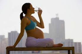 pratica-do-pilates-na-gestacao-ajuda-bebe.