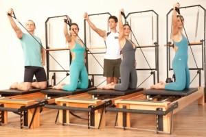 Aparelhos próprios para aula de Pilates.